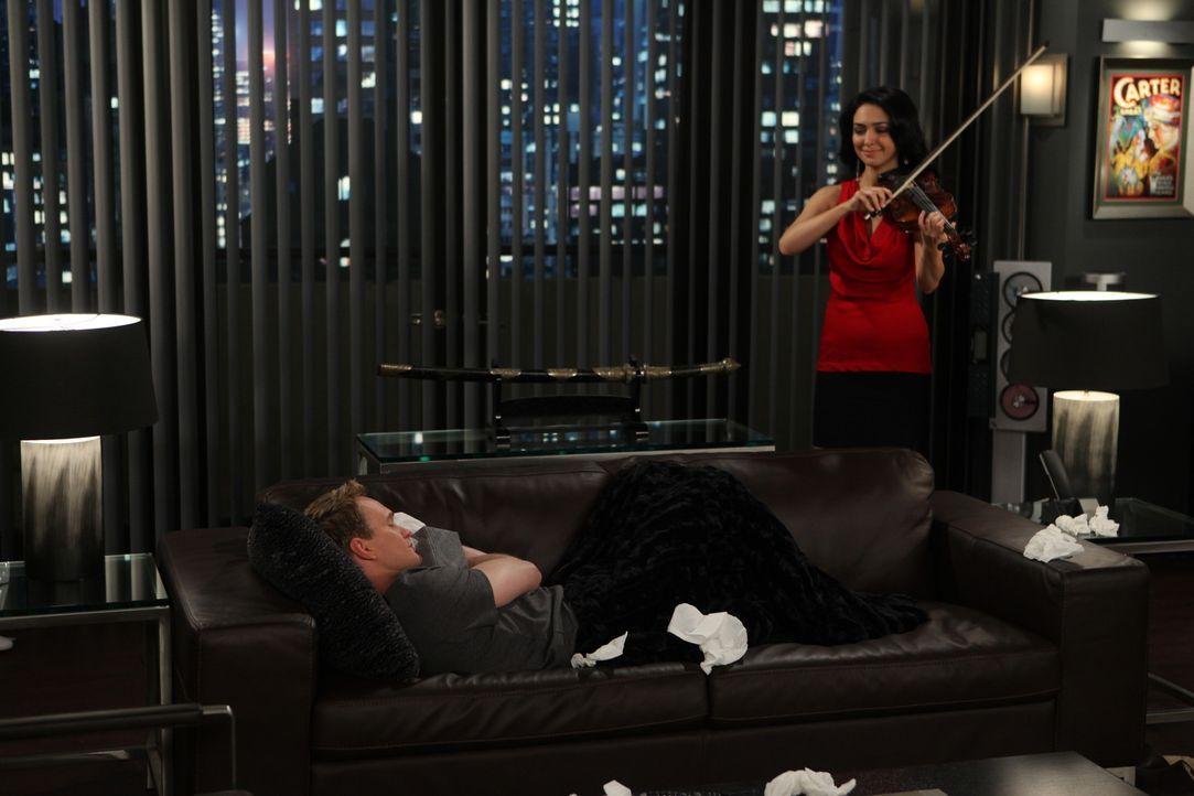Barney (Neil Patrick Harris, l.) glaubt, dass mit ihm etwas nicht stimmt, da er tatsächlich tiefe Gefühle für Nora (Nazanin Boniadi, r.) empfinde... - Bildquelle: 20th Century Fox International Television