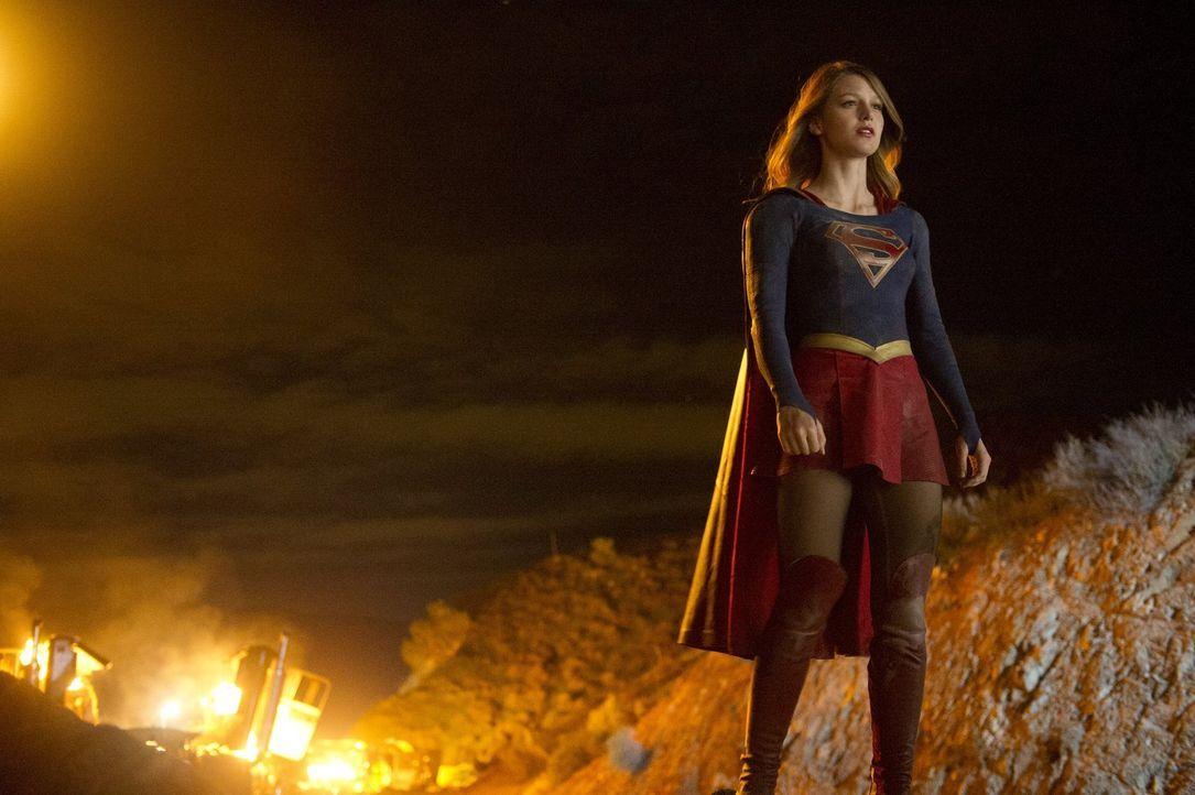 Sie wurde mit zwölf Jahren auf die Erde geschickt, um ihren Cousin Kal-El zu beschützen, doch durch Komplikationen landet sie erst über 20 Jahre nac... - Bildquelle: 2015 Warner Bros. Entertainment, Inc.