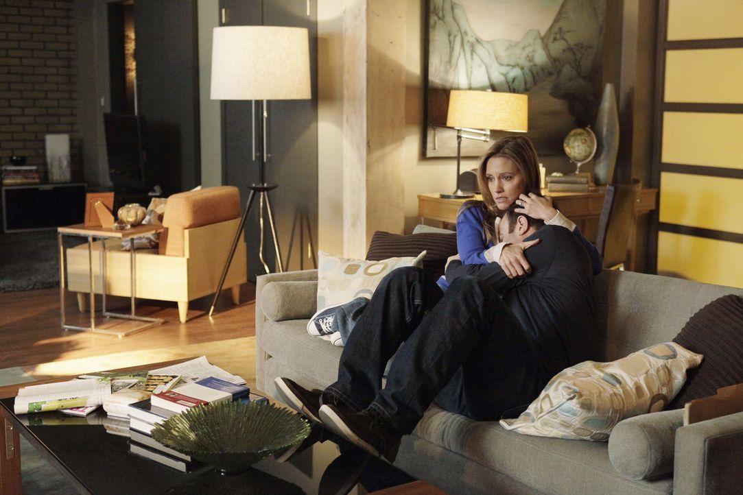 Während Sheldon und Sam auf Brautschau gehen, macht sich Charlotte (KaDee Strickland, l.) Sorgen um Cooper (Paul Adelstein, r.), der mit der moment... - Bildquelle: ABC Studios