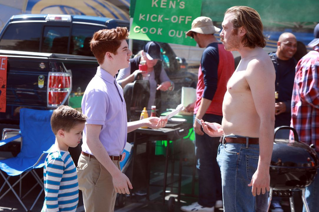 Jimmy (Scott MacArthur, r.) soll mit Ben (Jack Stanton, l.) einen Männertag verbringen, damit sie sich nicht mehr wie Weicheier benehmen. Doch Chip... - Bildquelle: 2017 Fox and its related entities. All rights reserved.