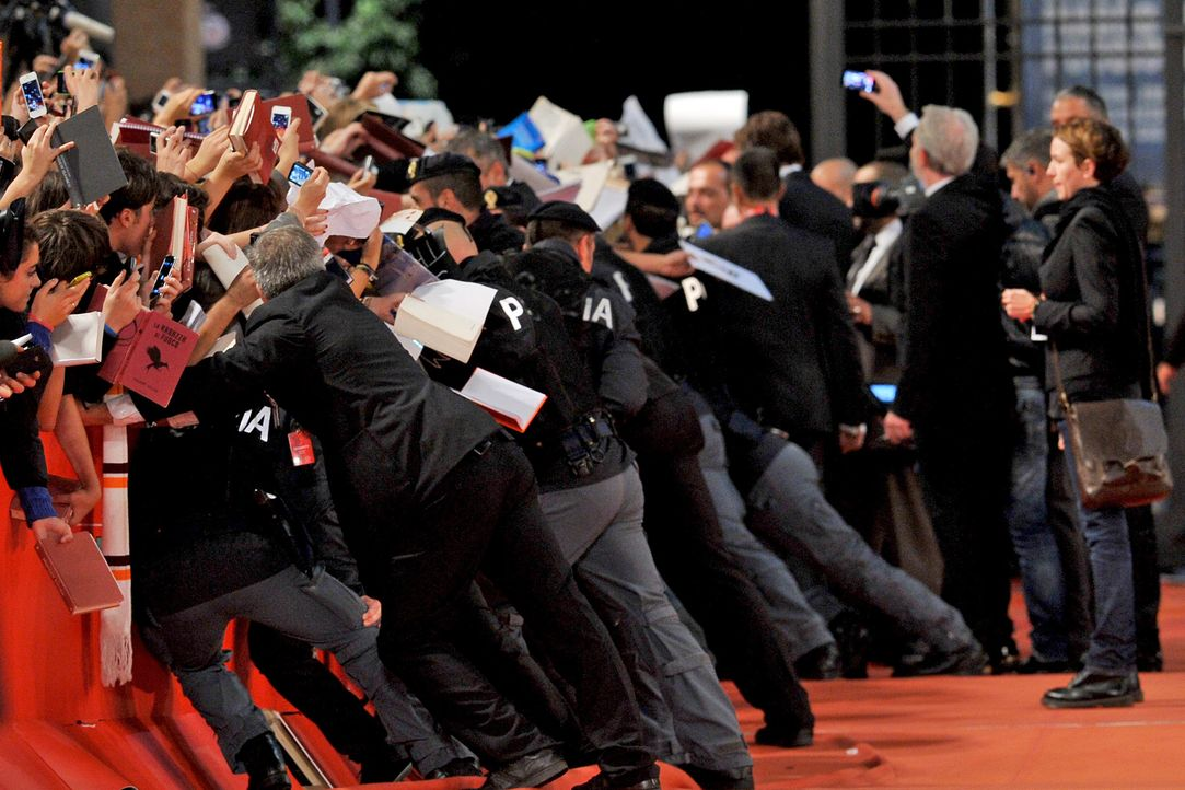 Security-Fans-Catching-Fire-Premiere-Rom-13-11-14-AFP - Bildquelle: AFP ImageForum