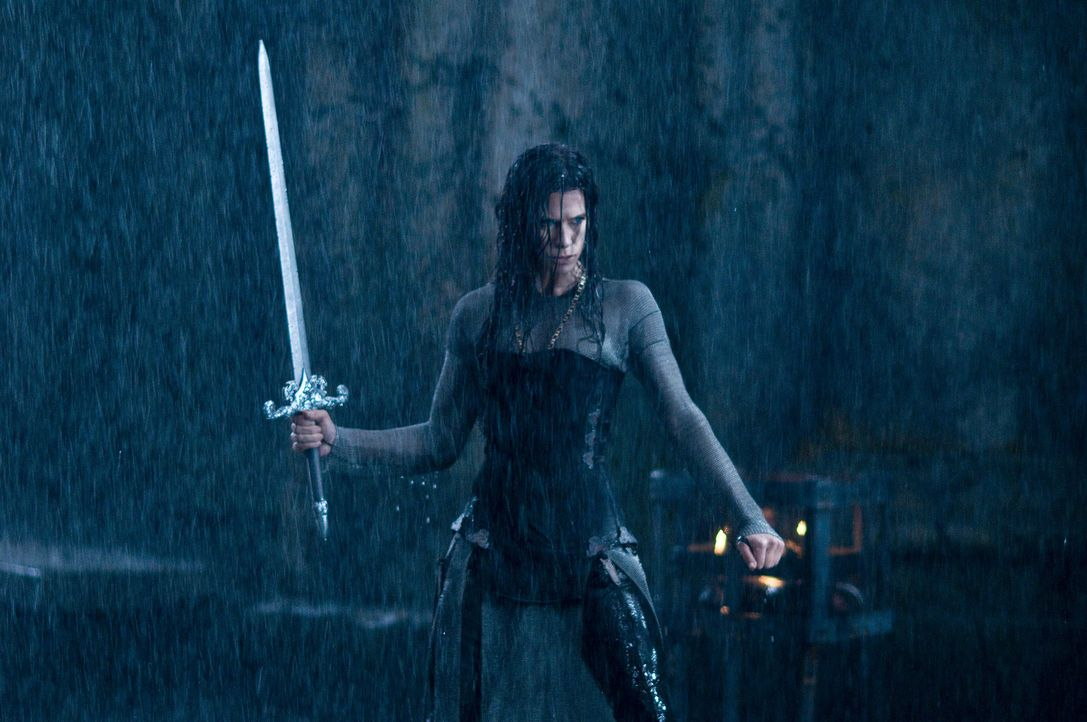 Riskiert ihr Leben, um ihrem Geliebten zur Flucht zu verhelfen: die attraktive Vampirin Sonja (Rhona Mitra) ... - Bildquelle: 2009 Lakeshore Entertainment Group LLC. All Rights Reserved.