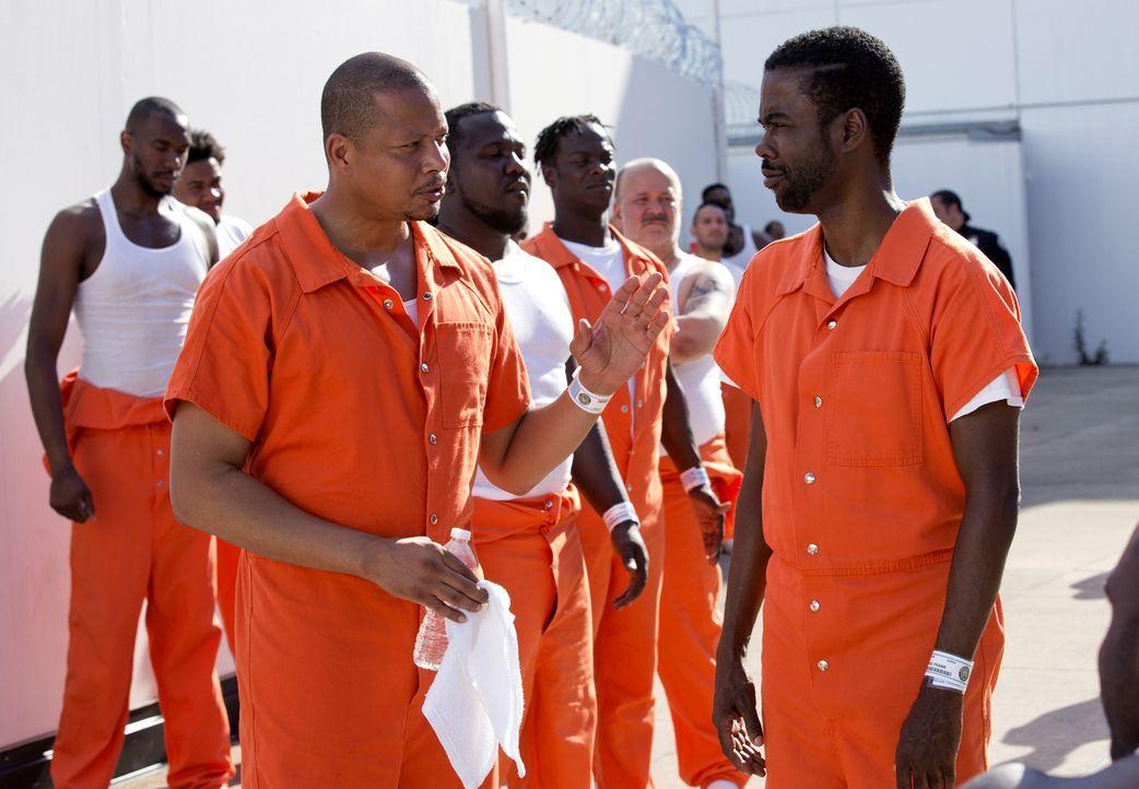 Lucious (Terrence Howard, l.) bekommt im Knast unangenehme Gesellschaft vom berüchtigten Gangsterboss Frank Gathers (Chris Rock, r.), für den er und... - Bildquelle: 2015-2016 Fox and its related entities.  All rights reserved.