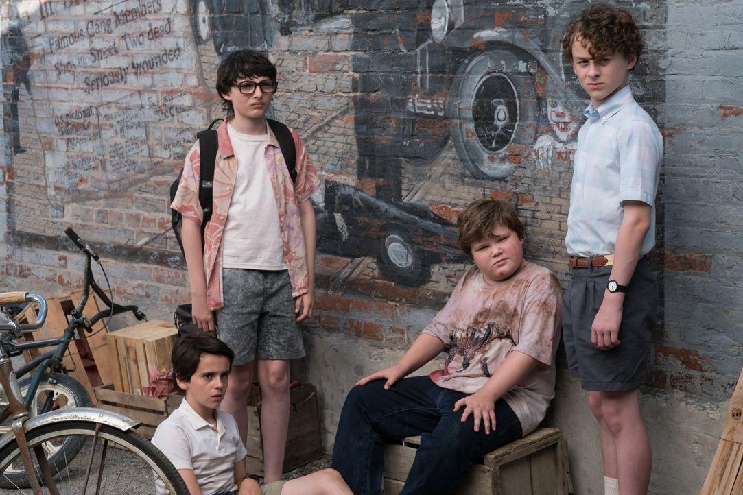 (v.l.n.r.) Eddie Kaspbrak (Jack Dylan Grazer); Richie Tozier (Finn Wolfhard); Ben Hanscom (Jeremy Ray Taylor); Stanley Uris (Wyatt Oleff) - Bildquelle: Warner Bros.
