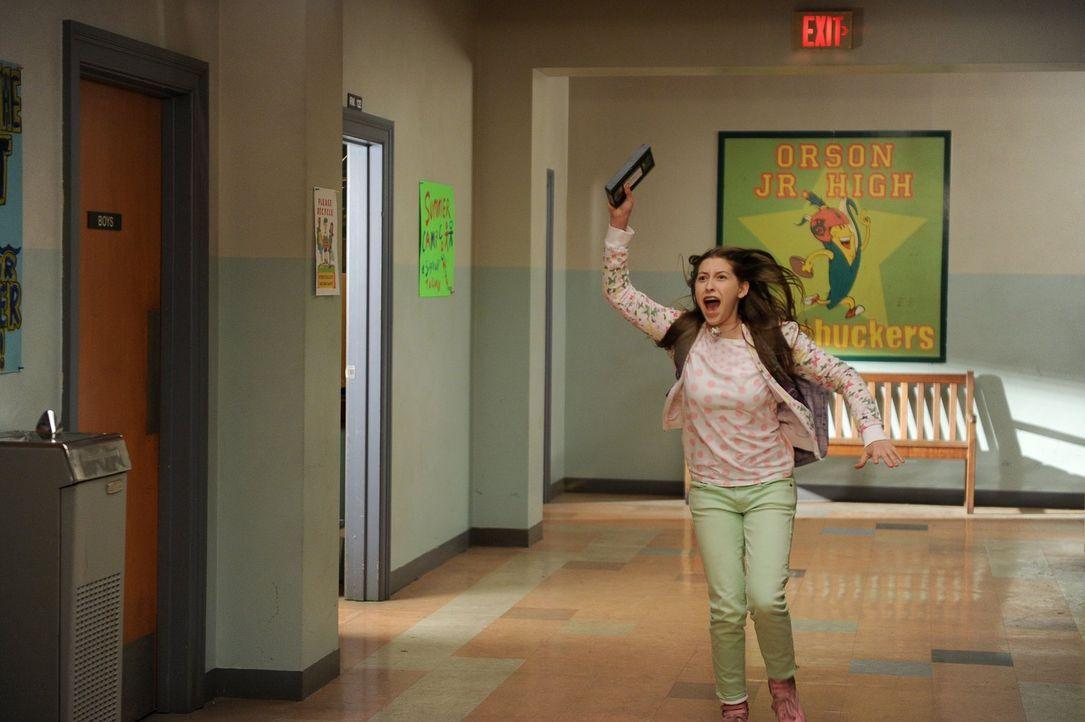 Mit guten Noten kann Sue (Eden Sher) nicht glänzen, aber mit einer perfekten Anwesenheit und wenn es nach ihr geht, soll das auch honoriert werden .... - Bildquelle: Warner Brothers