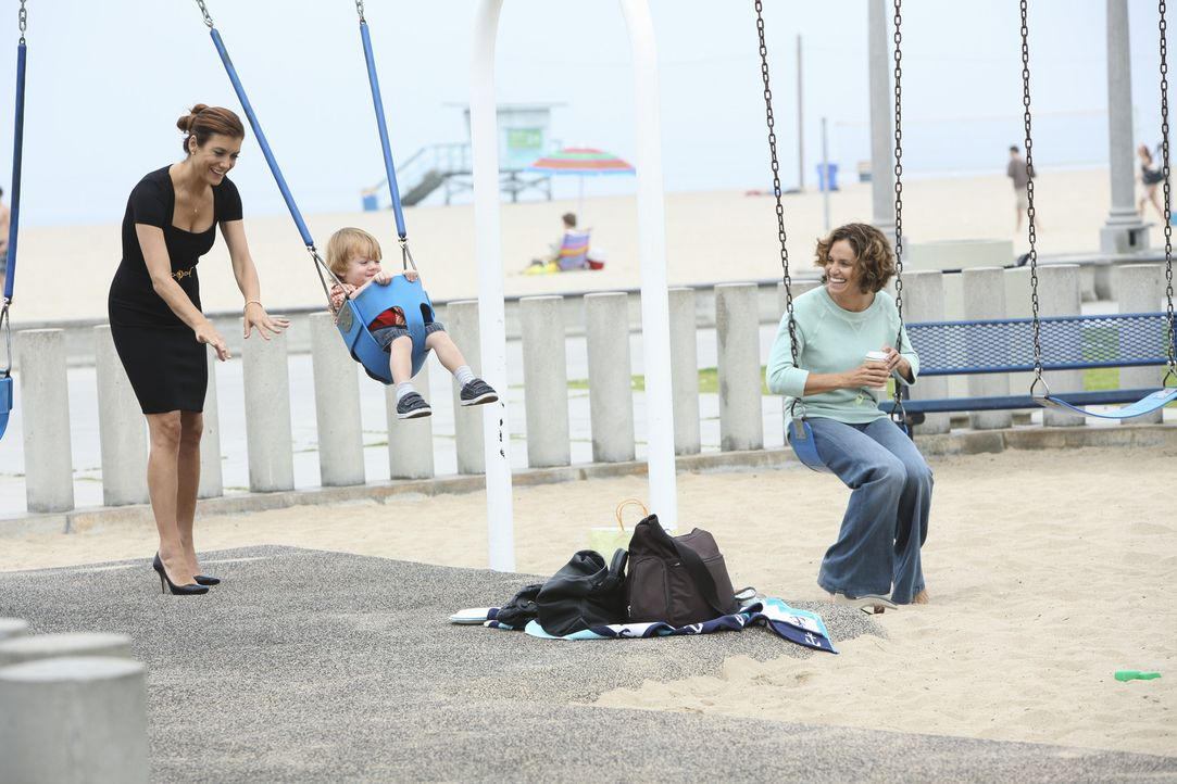 Während Violet (Amy Brenneman, r.) Schwierigkeiten hat, zuhause zu bleiben und nur für Lucas (Darsteller unbekannt, M.) zu sorgen, soll Addison (K... - Bildquelle: ABC Studios