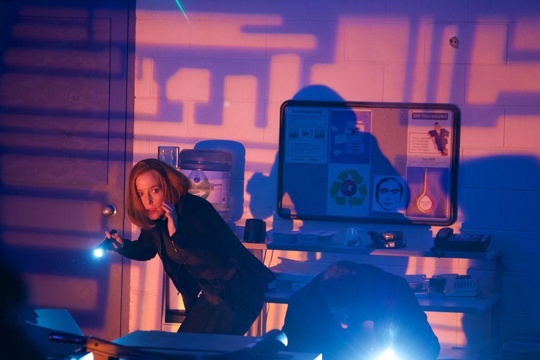 Erkennt Scully (Gillian Anderson), dass die Roboter und künstlichen Intelligenzen ihr einen gefährlichen Streich spielen? - Bildquelle: Shane Harvey 2018 Fox and its related entities.  All rights reserved.