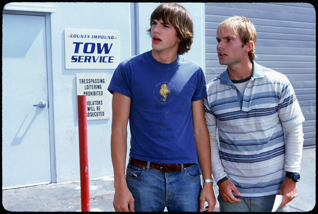 Nach einem Trinkgelage erwachen Jesse (Ashton Kutcher, l.) und Chester (Seann William Scott, r.) mit einem absoluten Blackout auf. Sie wissen nicht... - Bildquelle: 2000 - 20th Century Fox - All Rights Reserved.