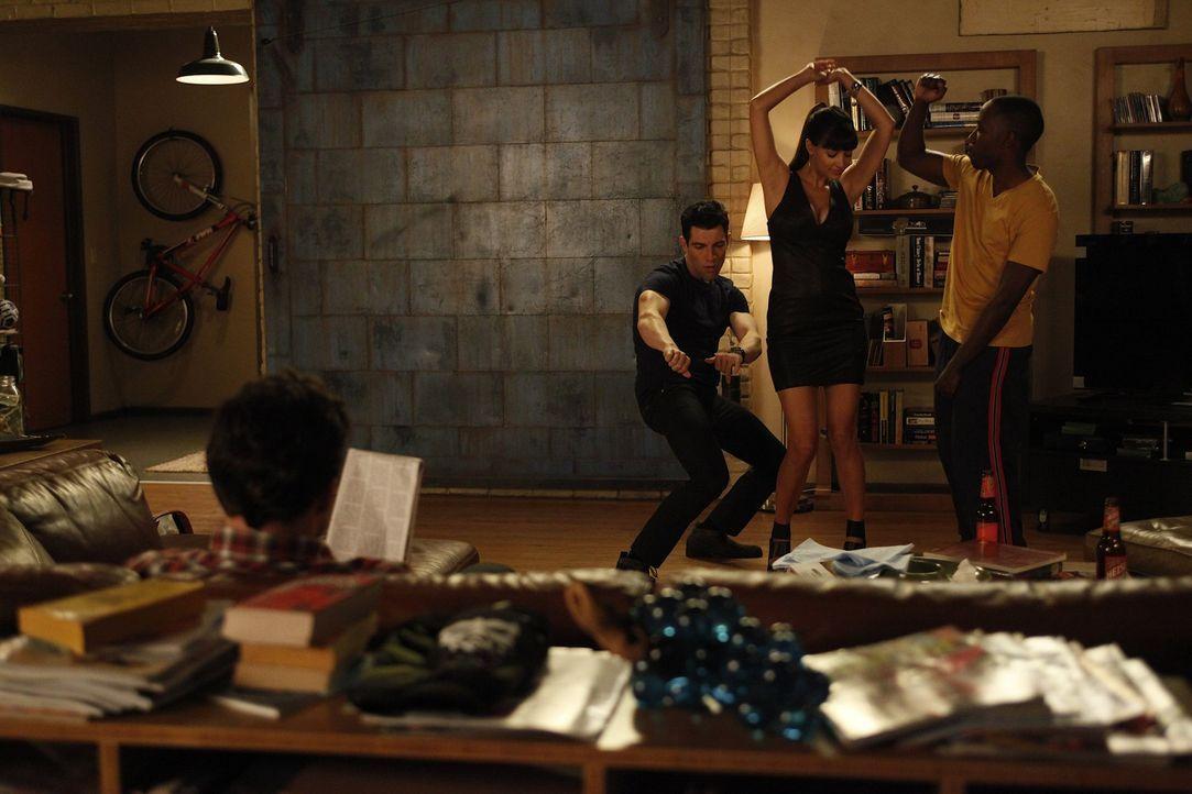 Cece (Hannah Simone, 2.v.r.) verdreht den Männern in der WG den Kopf: Schmidt (Max Greenfield, 2.v.l.), Nick (Jake M. Johnson, l.) und Winston (Lam... - Bildquelle: 20th Century Fox