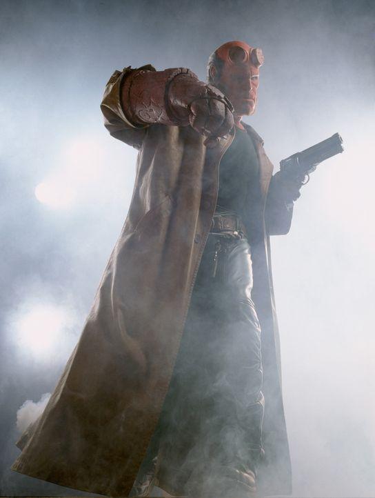 Sein größter Kampf steht Hellboy (Ron Perlman) noch bevor: Rasputin ist zurück und plant, sein Teufelswerk mit Hellboys Hilfe zu vollenden ... - Bildquelle: Sony Pictures Television International. All Rights Reserved.