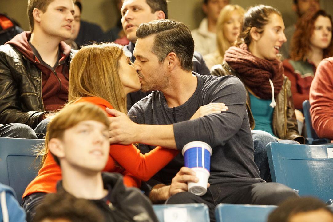 Sarah (Jamie -Lynn Sigler, l.); Ross (Eddie Cibrian, r.) - Bildquelle: Kelsey McNeal ABC Family / Kelsey McNeal