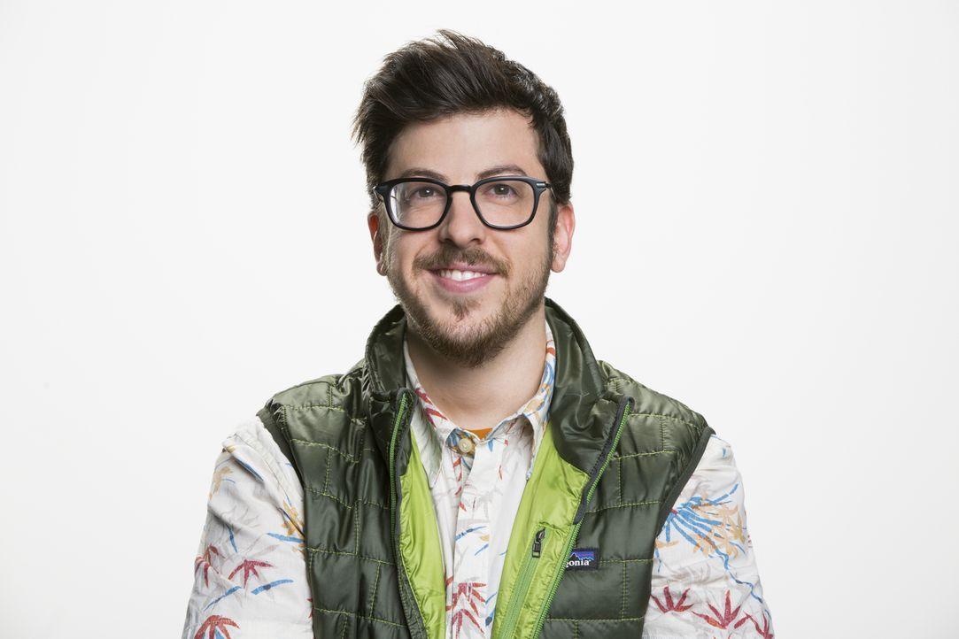 (1. Staffel) - Der Online Redakteur Clark (Christopher Mintz-Plasse) ist ein großer Fan des Outdoor Reporters Jack, doch als sich die beiden im Büro... - Bildquelle: Cliff Lipson 2016 CBS Broadcasting, Inc. All Rights Reserved.