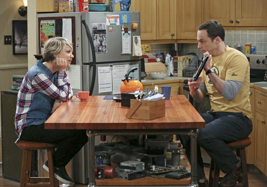 Darauf, dass es keine gute Idee war, bei Sheldon (Jim Parsons, r.) guten Rat zu suchen, kommt Penny (Kaley Cuoco, l.) zu spät ... - Bildquelle: Warner Bros. Television