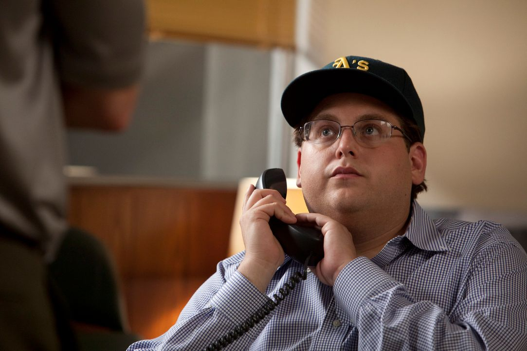 Gemeinsam mit dem jungen Wirtschaftsanalysten Peter Brand (Jonah Hill) entwickelt Baseball-Manager Billy Beane eine sehr unkonventionelle Methode, u... - Bildquelle: 2011 Columbia TriStar Marketing Group, Inc.  All rights reserved.