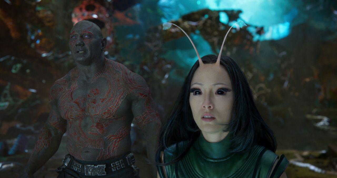Drax (Dave Bautista, l.); Mantis (Pom Klementieff, r.) - Bildquelle: 2016 Marvel