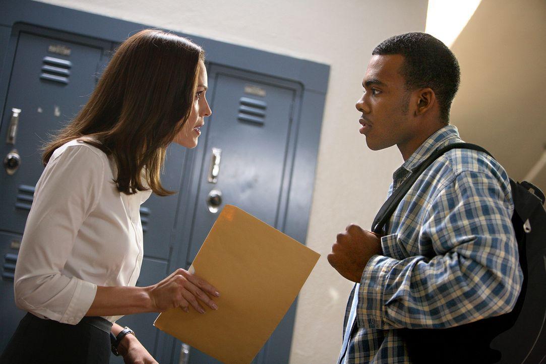Erin Gruwell (Hilary Swank, l.) ist Lehrerin an einer Schule, die von Gewalt und rassistischen Spannungen förmlich zerrissen wird. Inmitten einem g... - Bildquelle: Paramount Pictures