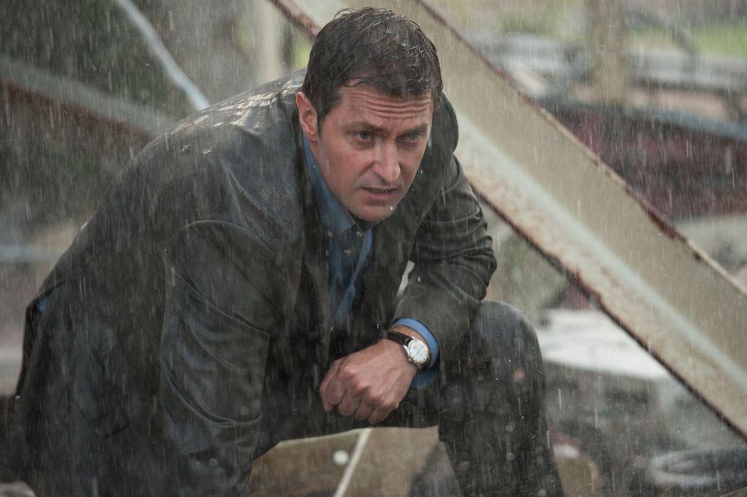 Der monströse Tornado hat Silverton komplett zerstört und wütet immer noch weiter. Wird Gary (Richard Armitage) es schaffen, seine Söhne und sich se... - Bildquelle: 2014   Warner Bros.