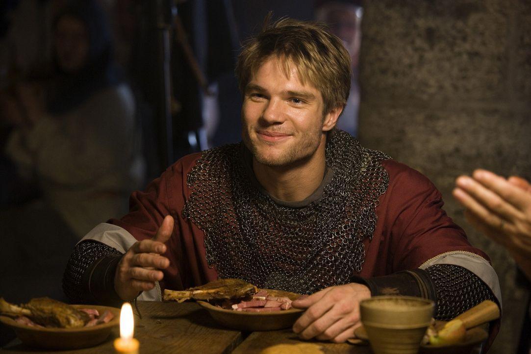 Obwohl Sven (David Owe) stets wie ein waschechter Ritter aus dem Mittelalter herumläuft, ist er doch eher ein gelehrter Stubenhocker, der sich einz... - Bildquelle: Nordisk Film International Sales