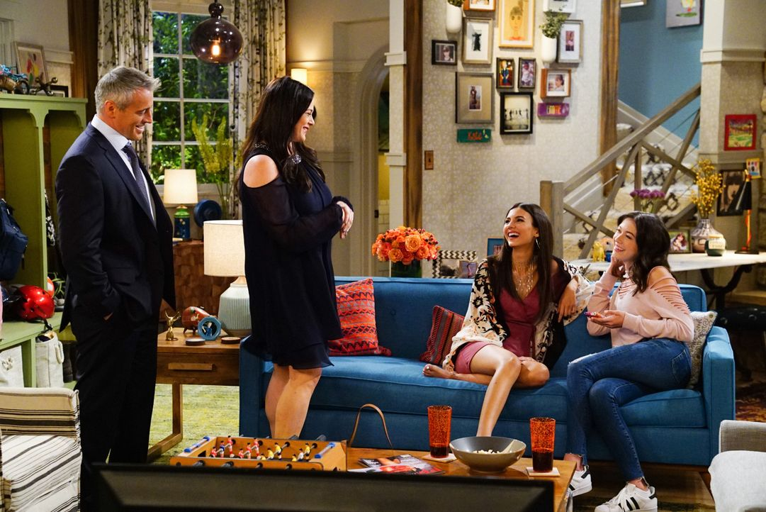 (v.l.n.r.) Adam Burns (Matt LeBlanc); Andi Burns (Liza Snyder); Sophia (Victoria Justice); Kate Burns (Grace Kaufman) - Bildquelle: Monty Brinton 2017 CBS Broadcasting, Inc. All Rights Reserved. / Monty Brinton