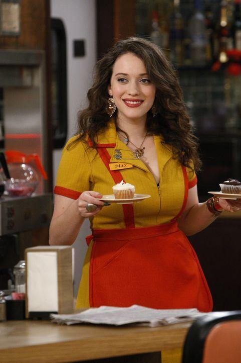 Die 22-jährige Überlebenskünstlerin Max (Kat Dennings) versucht, sich mit ihrem Zweitjob als Kellnerin von ihrem plötzlichen Beziehungsende abzu... - Bildquelle: Warner Brothers