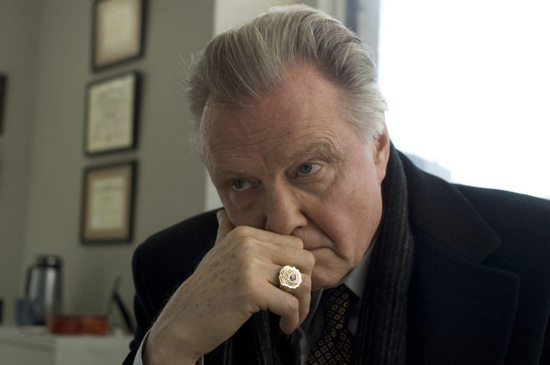 Chief Detective Francis Tierney Sr. (Jon Voight) erhält den Auftrag, das Massaker an den vier bei einem Routineeinsatz ermordeten Polizisten zu unt... - Bildquelle: 2008   Warner Brothers