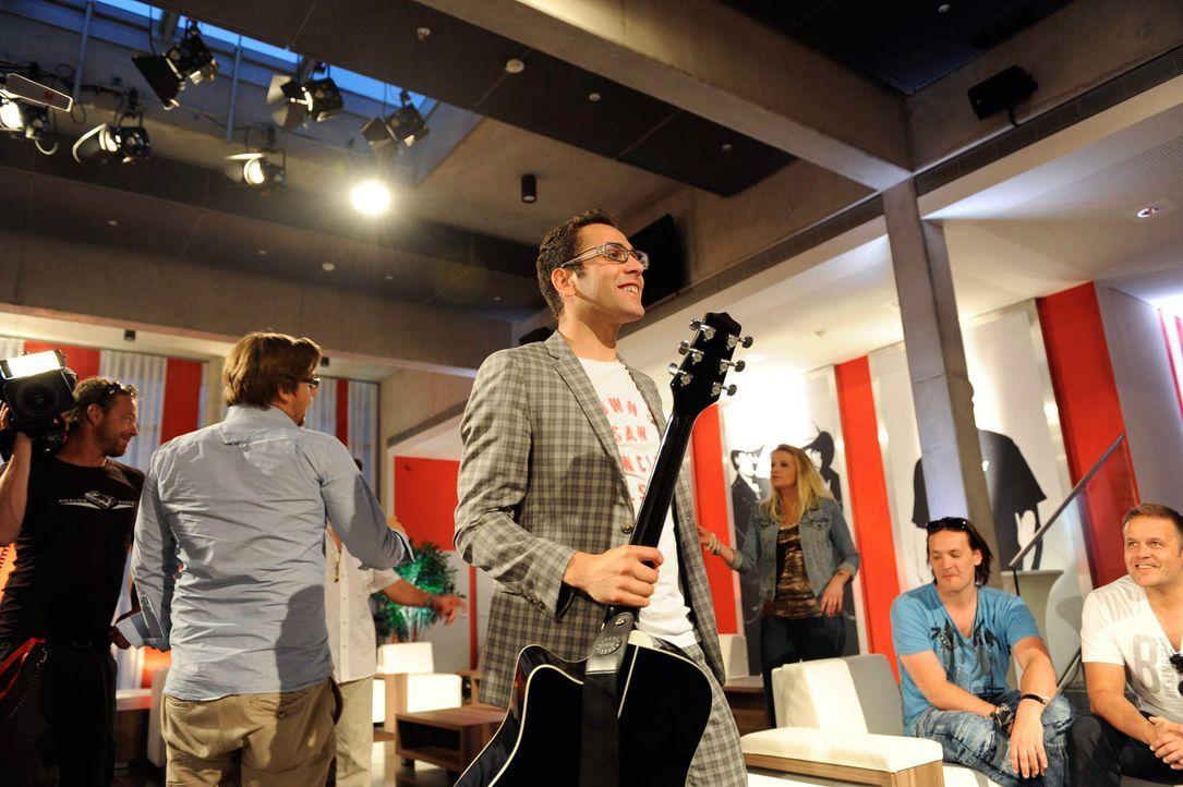 james-the-voice-of-germany-staffel2-epi01-30-backstagejpg 2000 x 1331 - Bildquelle: ProSieben/SAT.1/Christoph Assmann