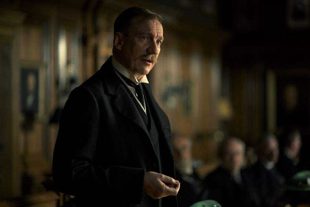 Sir Patrick (David Thewlis) - Bildquelle: Warner Bros.