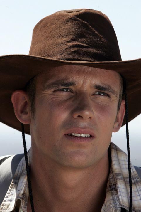 Als plötzlich in der Wildnis Schüsse fallen, ahnt Mike (Patrick Martens), dass ihr Gönner keineswegs so harmlos ist, wie er zu sein scheint ...