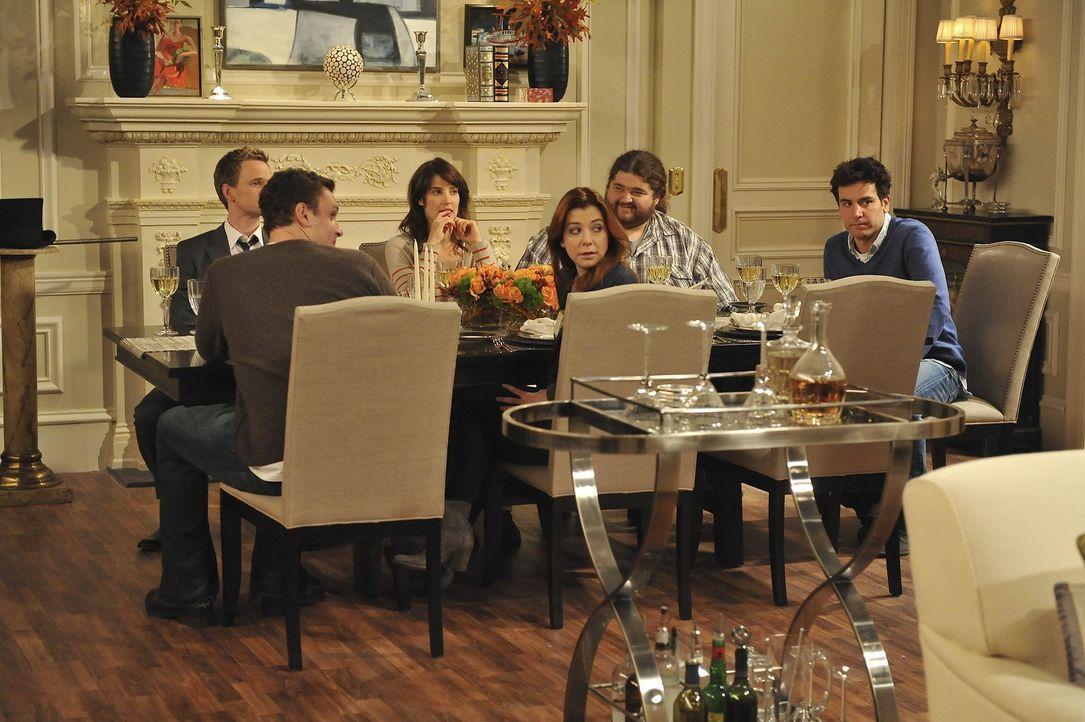 Ein spezielles Thanksgiving: (v.l.n.r.) Barney (Neil Patrick Harris), Marshall (Jason Segel), Robin (Cobie Smulders), Blitz (Jorge Garcia), Lily (Al... - Bildquelle: 20th Century Fox International Television