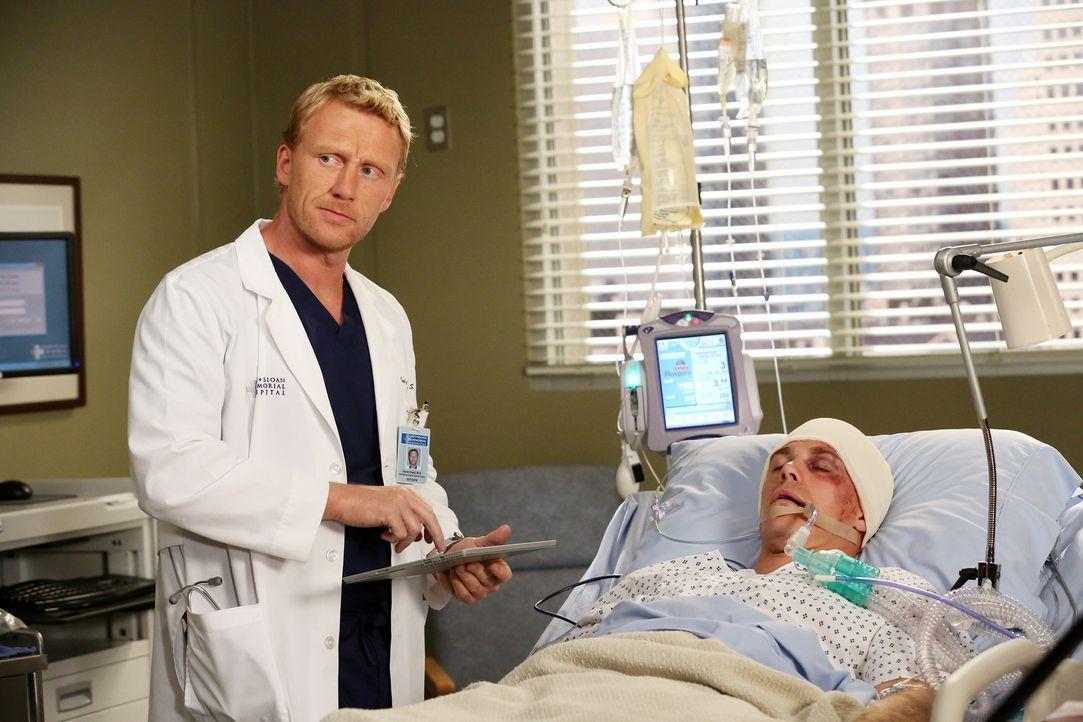 Owen (Kevin McKidd, l.) sucht einen Schuldigen für den traurigen Unfall des Patienten (Michael Roark, r.): Callie ... - Bildquelle: ABC Studios