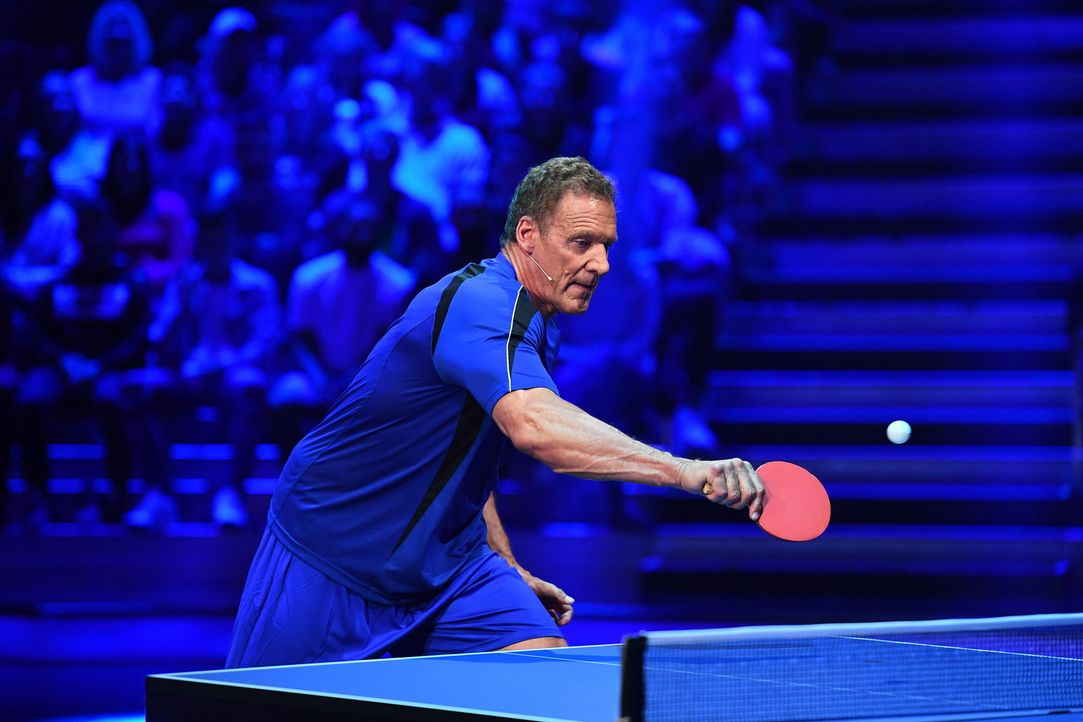 Ist Sportskanone Ralf Moeller beim Tischtennis im Vorteil? - Bildquelle: Willi Weber ProSieben/Willi Weber