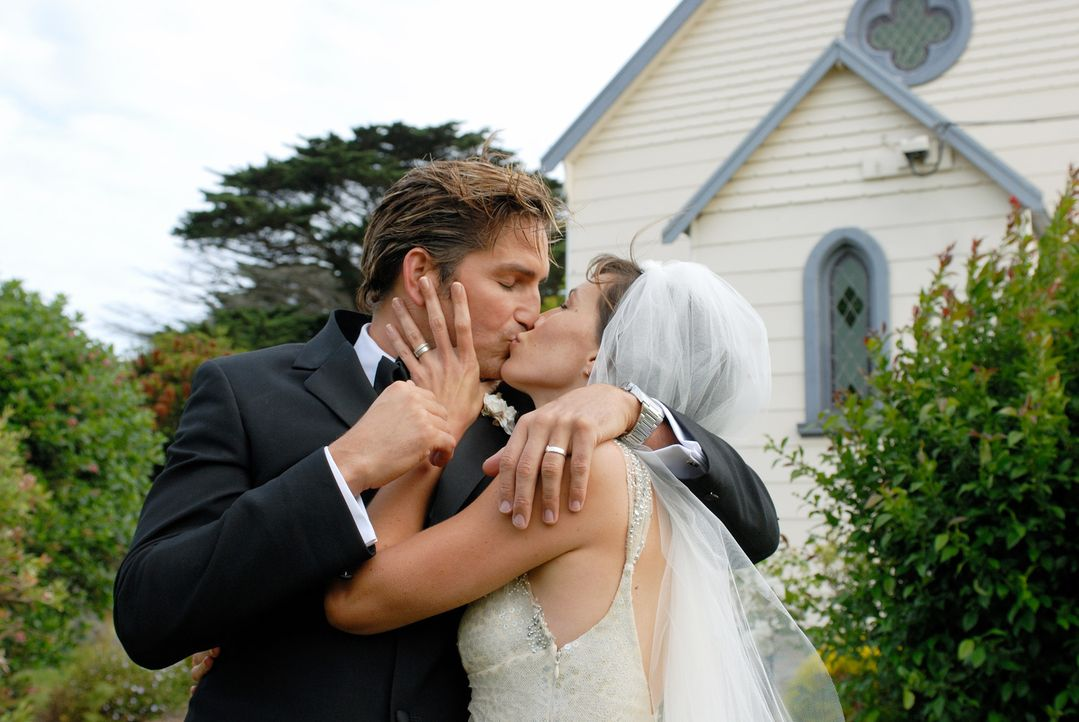 Kaum verheiratet, beginnt auch schon die Entfremdung zwischen Peter (James Caviezel, l.) und Carla (Claudia Karvan, r.). Da beschließen sie, ein idy... - Bildquelle: Arclight Films