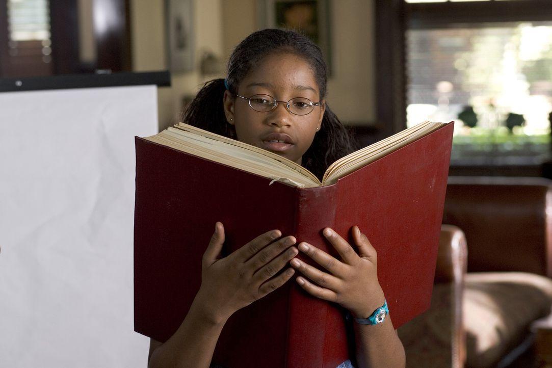 Akeelah (Keke Palmer) verbringt den Großteil ihrer Freizeit mit dem Lesen und dem Lernen neuer Wörter. Dabei hat sie es besonders auf unbekannte F... - Bildquelle: Copyright   2006 Lions Gate Films Inc. and 2929 Productions LLC. All Rights Reserved.
