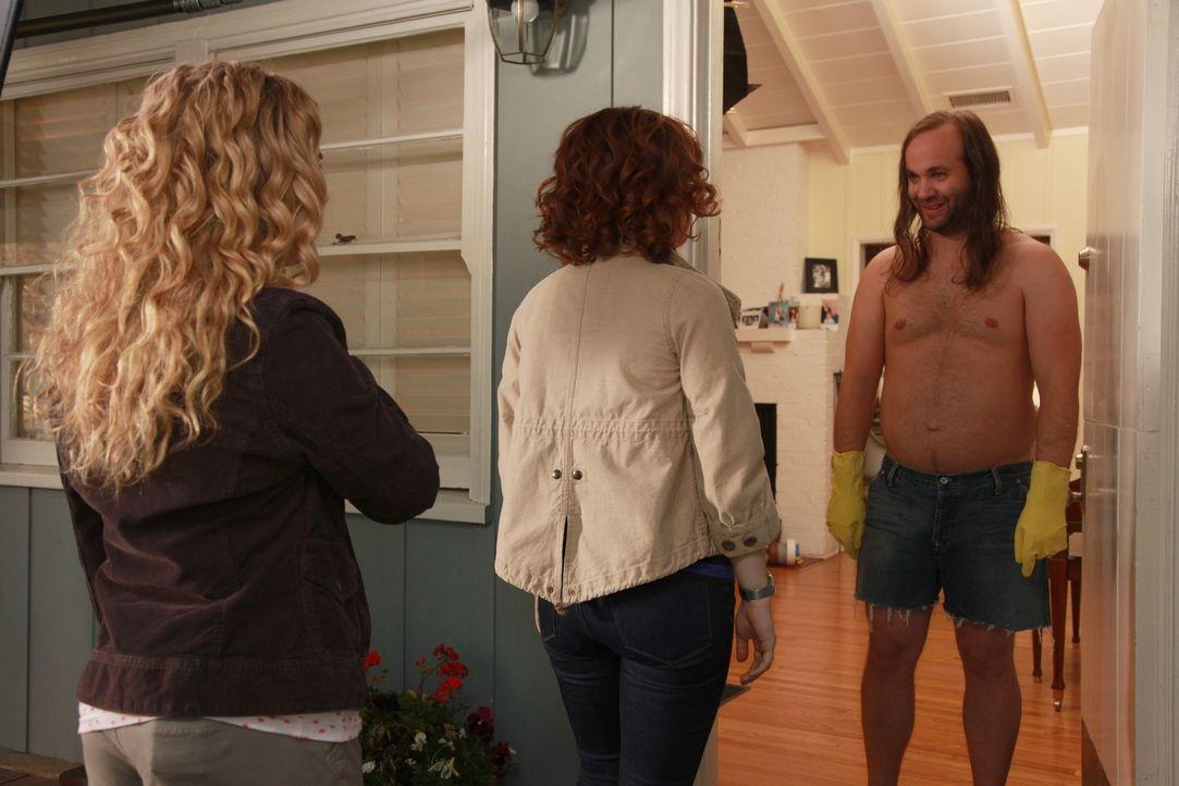 Was haben Tessa (Jane Levy, M.) und Lisa (Allie Grant, l.) nur bei Lucien (Clint Palmer, r.) zu suchen? - Bildquelle: Warner Brothers