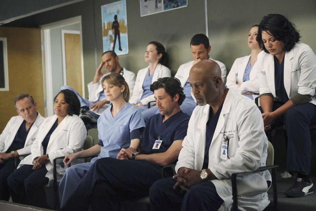 Als die Opfer eines Amoklaufs eingeliefert werden, sehen sich die Ärzte mit ihrer eigenen, traumatischen Vergangenheit konfrontiert: (vorne v.l.n.r... - Bildquelle: ABC Studios