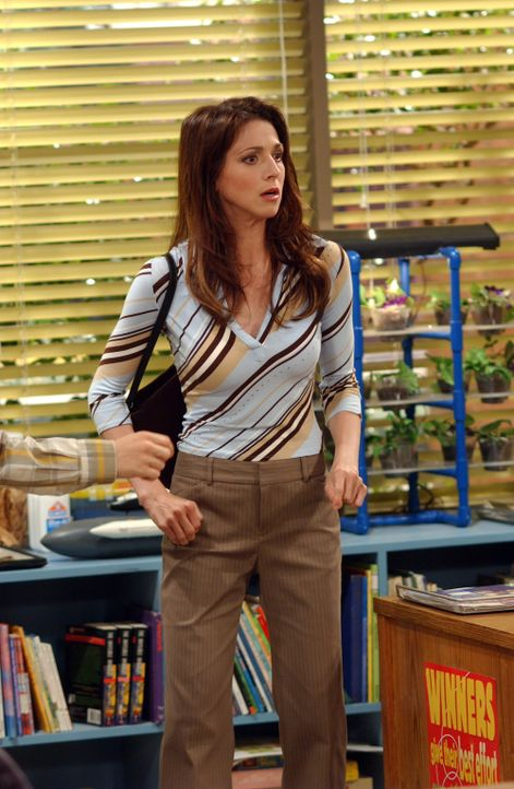 Judith (Marin Hinkle) ist entsetzt als sie erfährt, dass Jake seiner Lehrerin den Mittelfinger gezeigt hat ... - Bildquelle: Warner Bros. Television