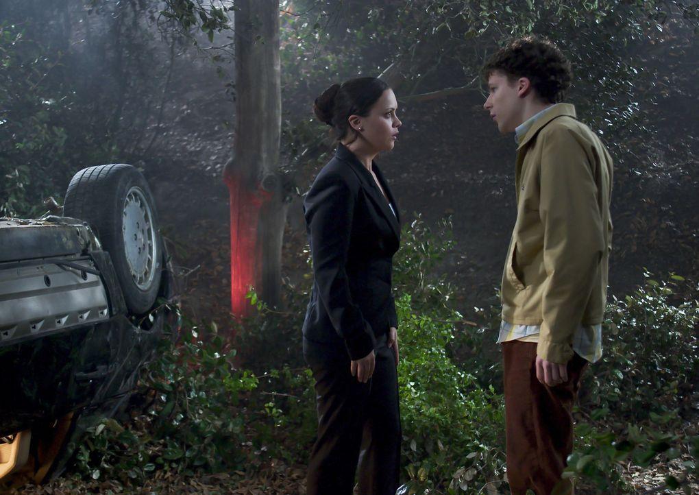 Nach einem wenig erfreulichen Tag fahren die Geschwister Los Angeles. Ellie (Christina Ricci, l.) und Jimmy (Jesse Eisenberg, r.) über den nächtli... - Bildquelle: Dimension Films