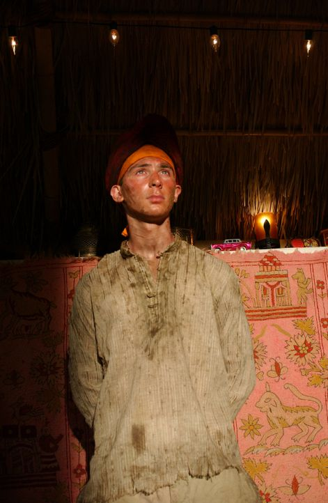 Nachdem Reese (Justin Berfield) festgestellt hat, dass die Army nichts für ihn ist, verkleidet er sich als afghanische Frau und desertiert ... - Bildquelle: 2005 - 2006 Twentieth Century Fox Film Corporation and Regency Entertainment (USA), Inc.