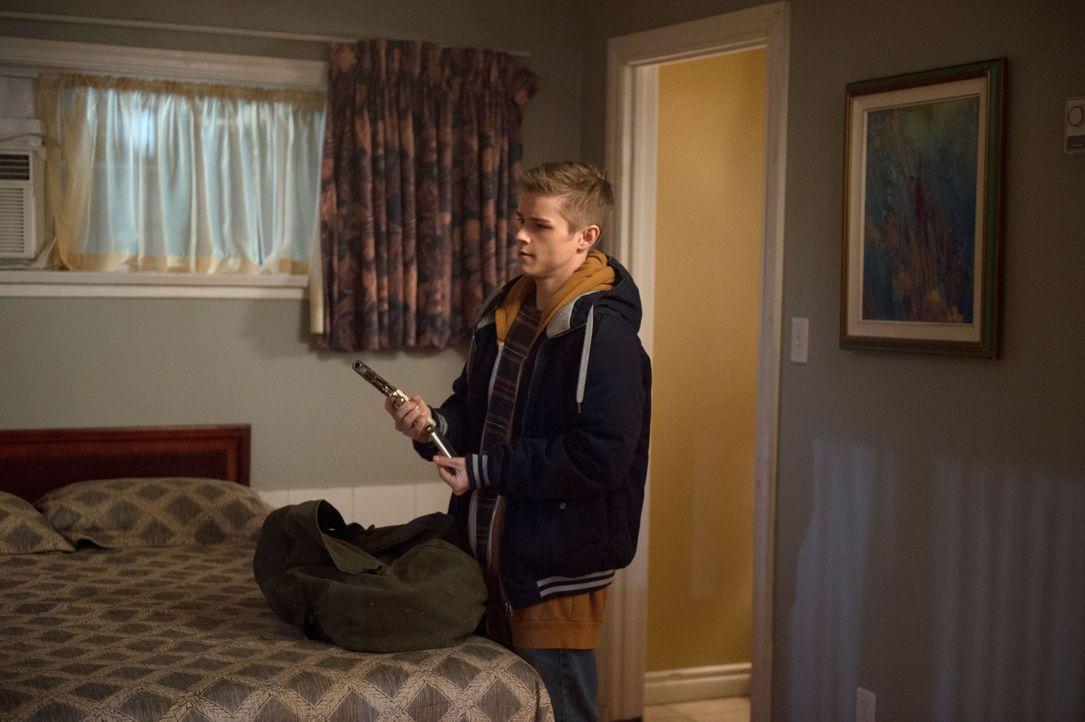 Nachdem Dean (Dylan Everett) in sein früheres Ich verwandelt wurde, muss er sich nicht nur mit den typischen Teenager-Problemen, sondern auch mit ei... - Bildquelle: 2016 Warner Brothers