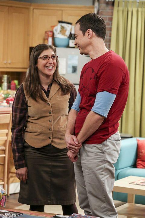 Ihr Wohnexperiment ist tatsächlich geglückt: Sheldon (Jim Parsons, r.) und Amy (Mayim Bialik, l.) wollen dauerhaft zusammenziehen. Wie soll das nur... - Bildquelle: 2016 Warner Brothers