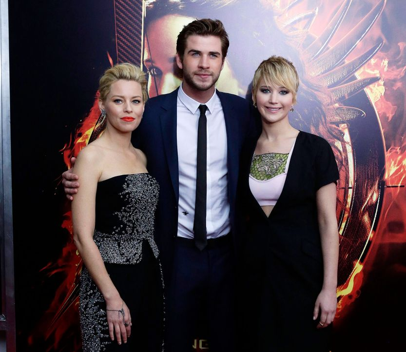 Catching-Fire-Premiere-NY-Elizabeth-Banks-Liam-Hemsworth-Jennifer-Lawrence-13-11-20-dpa - Bildquelle: dpa