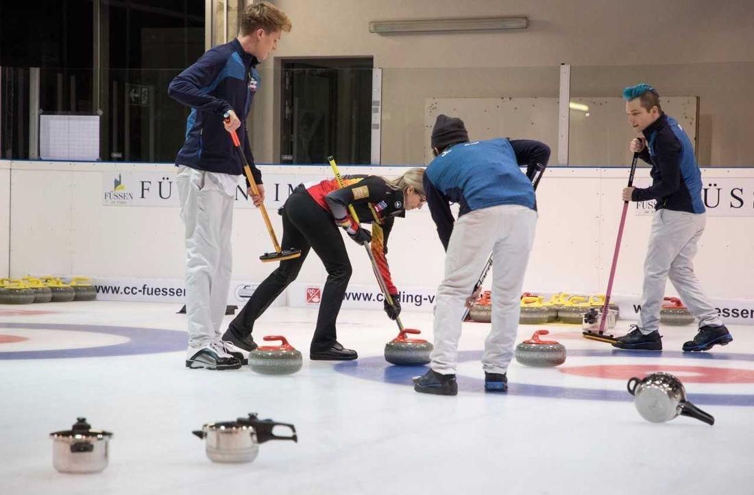 Profis vs. Amateure: Wer macht das Curling-Rennen? - Bildquelle: ProSieben/Jens Hartmann