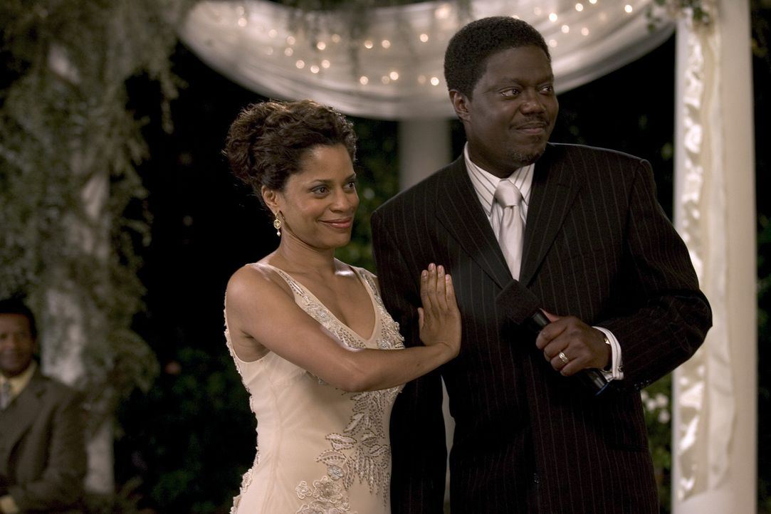 Percy und Marilyn Jones (Bernie Mac, r.; Judith Scott, l.) sind am heutigen Tage 25 Jahre verheiratet. Ihr gemeinsames Glück und ihre Liebe sind ei... - Bildquelle: 2007 CPT Holdings, Inc. All Rights Reserved. (Sony Pictures Television International)