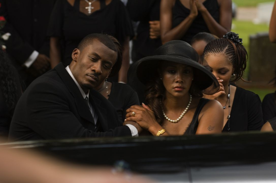 Als sein Kompagnon und ihr Ex im Gefängnis ermordet wird, werden Brandon (Sean Blakemore, l.) und Connie (Vivica A. Fox, M.) von ihrer Vergangenheit... - Bildquelle: CPT Holdings, Inc. All Rights Reserved.