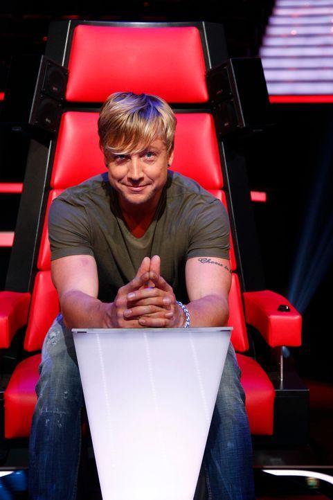 """Mädchenschwarm Samu Haber gibt alles, um bei """"The Voice of Germany"""" gute Talents in sein Team zu bekommen ... - Bildquelle: Richard Hübner SAT.1/ProSieben"""