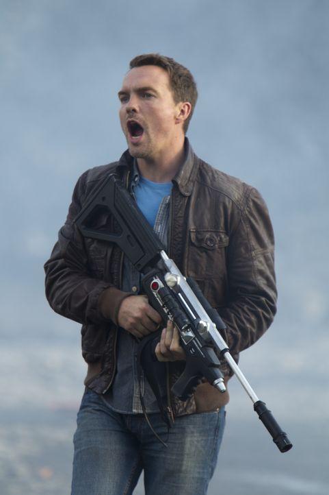 Matt (Ciaran McMenamin) und Abby folgen Connor in Matts Zukunftswelt, wo sie auf gefährliche Prädatoren treffen ... - Bildquelle: ITV Plc