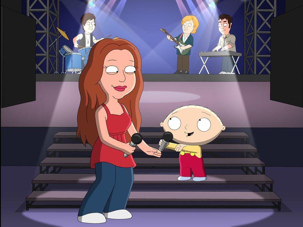 Stewie (r.) ist wahnsinnig aufgeregt, weil Miley Cyrus (l.) in der Stadt ist. Tatsächlich verschafft er sich, obwohl er keine Karten hat, Einlass un... - Bildquelle: 2007-2008 Twentieth Century Fox Film Corporation. All rights reserved.