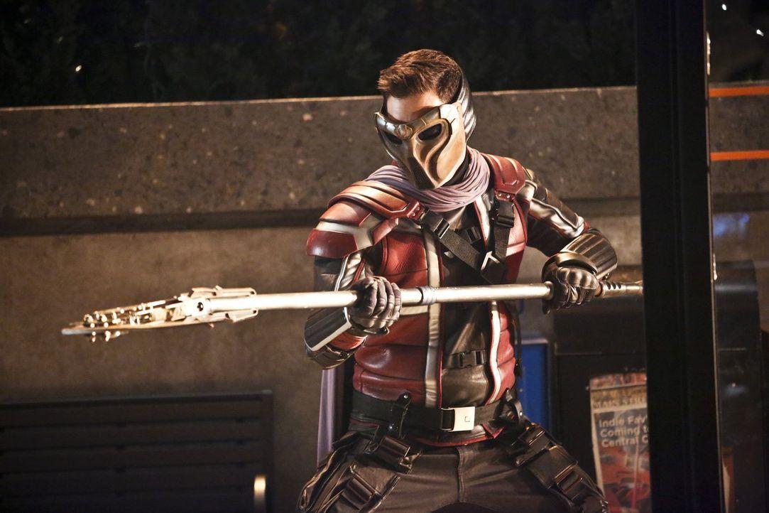 Das Meta-Wesen Rupture (Nicholas Gonzalez) kommt von der Erde 2 in diese, um sich bei Cisco für den Mord an seinem Bruder zu rächen ... - Bildquelle: Warner Bros. Entertainment, Inc.