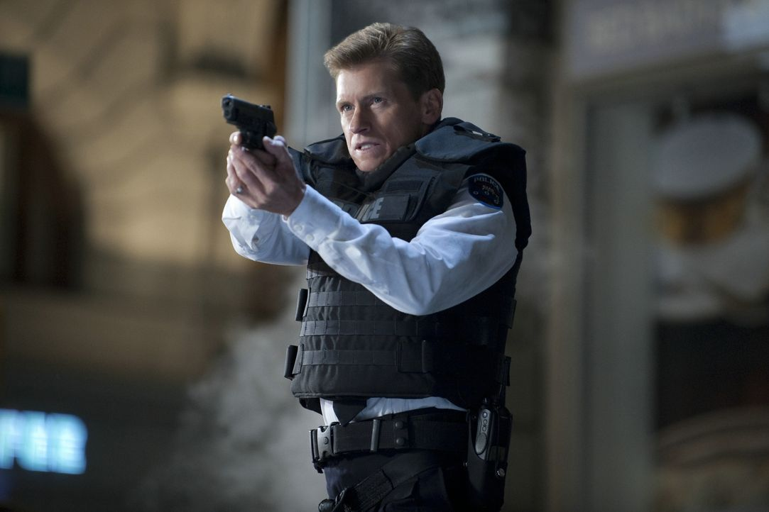 Sieht in Spiderman nur einen Verbrecher, der unerlaubt und maskiert Selbstjustiz übt: Gwens Vater Captain George Stacy (Denis Leary) vom NYPD ... - Bildquelle: 2012 Columbia Pictures Industries, Inc.  All Rights Reserved.