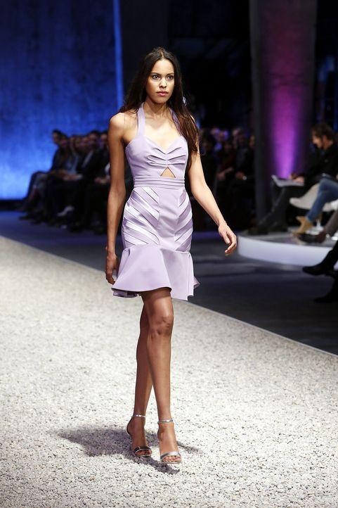 GNTM-Stf10-Epi03-Fashionshow-16-ProSieben-Richard-Huebner - Bildquelle: ProSieben/Richard Huebner